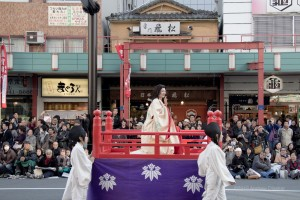 noblewoman on float with guides