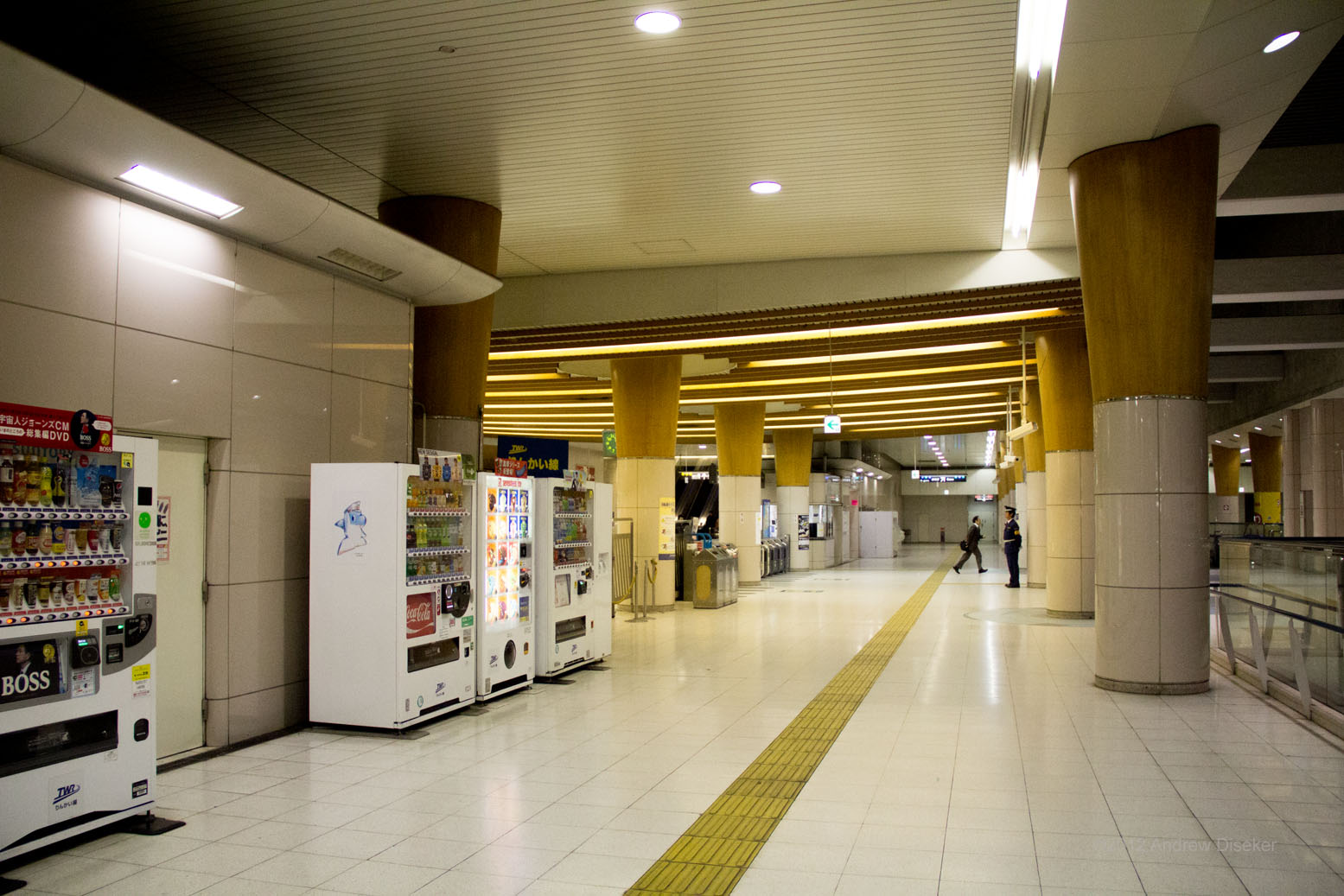 As with all of Japan, the station is guarded by both a guard, and a bank of vending machines, all ever at the ready!